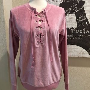 💐💖 NWT Mauve/pink trendy velour laced top 💗